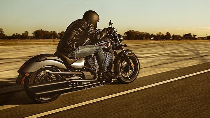 Мотоцикл Victory Gunner 2015 — модельного года